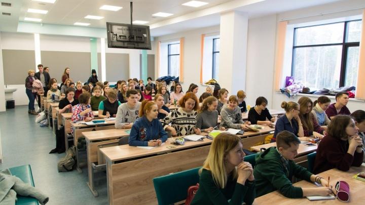 Десятки выпускников НГУ пришли на ностальгические лекции в родной вуз