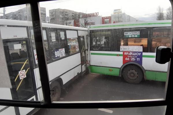 В соцсетях ярославцев больше, чем авария, удивила цена проезда