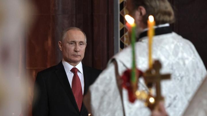 Владимир Путин подарил патриарху Кириллу нефритовое яйцо из Челябинской области