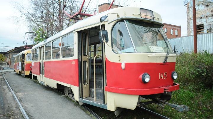 На Эльмаше трамвай и маршрутка попали под обстрел