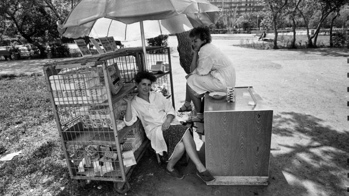 Исчезнувшие рынки, женщины с золотыми зубами: лихие девяностые в Тюмени на снимках Сергея Киселева