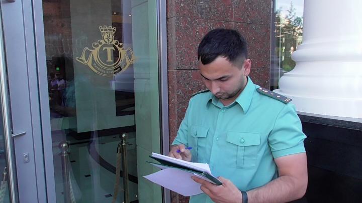 Элитные долги: судебные приставы пришли выбивать задолженность к жителю «Тихвина»