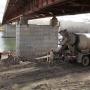 В Башкирии врачи вынуждены сотни метров нести тяжелых больных на носилках из-за сломанного моста