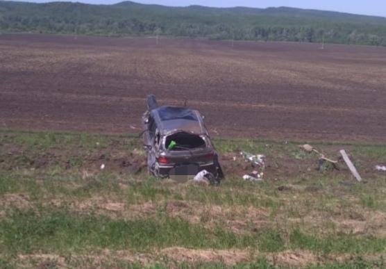Слетел с дороги и перевернулся: три человека попали в больницу после ДТП в Башкирии