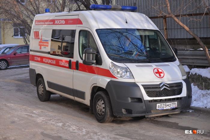 Ребенка доставили в больницу на скорой