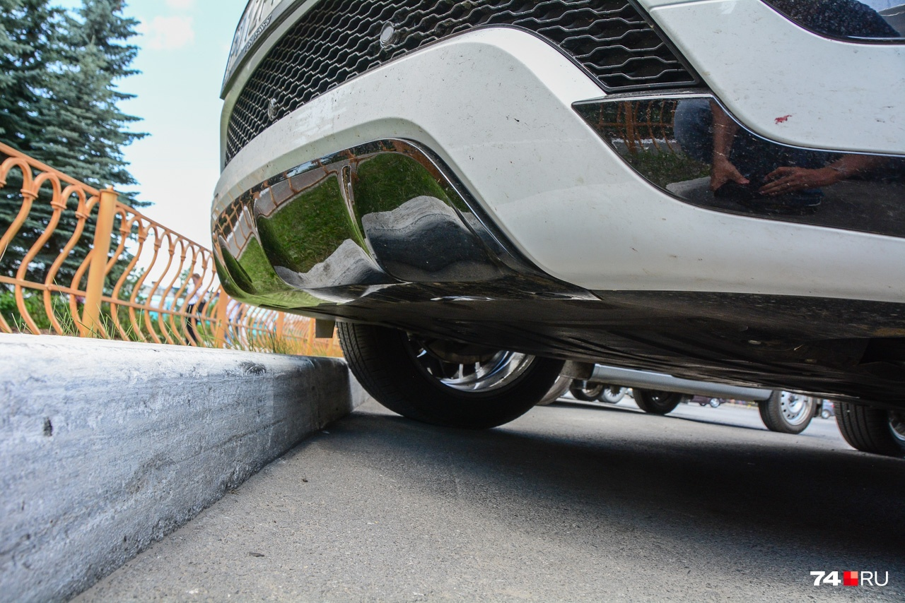 Главная добродетель городского кроссовера: возможность запарковаться вплотную к бордюру