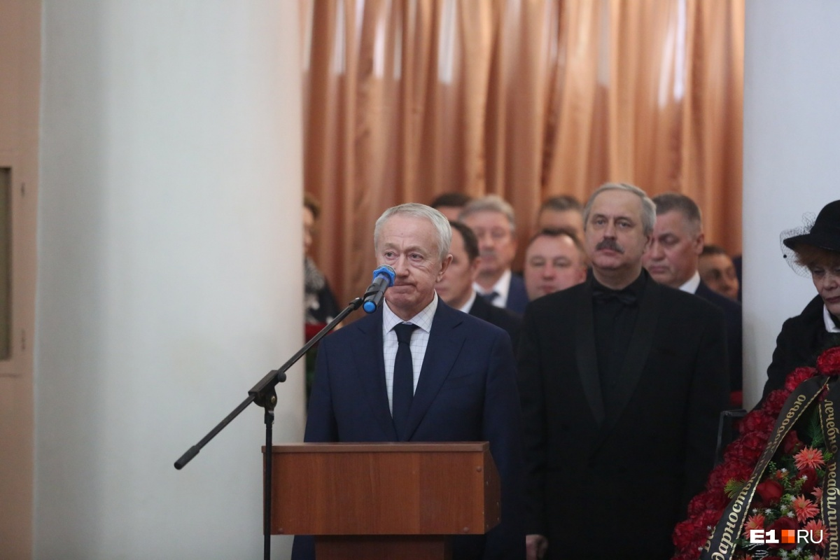 Все официальные речи были примерно одинаковые, вспоминали его вклад в развитие титановой промышленности в России и не могли поверить, что Владислав Валентинович умер