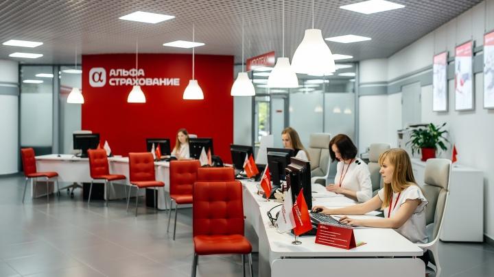 Застрахуют и смартфон, и сноуборд: в Ельцин-центре открыли самый большой офис «АльфаСтрахования»