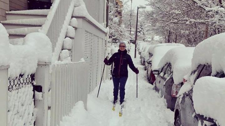 «Когда снег начинает идти, запрещают парковку в городе»: как переживают сильнейшие снегопады в США