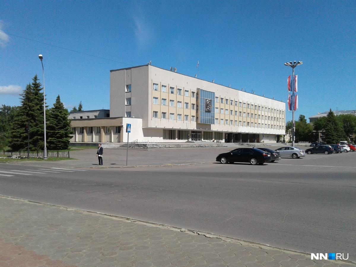 Администрация закрытого административного территориального округа Саров. Площадь Ленина.