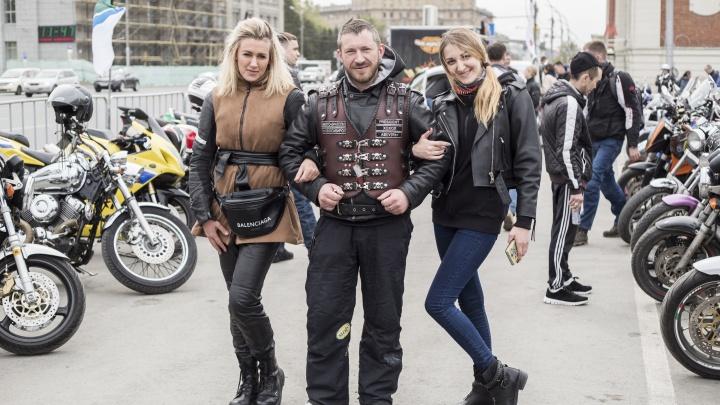 Железные парни: сотни байкеров заполнили площадь Ленина