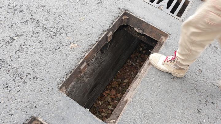 На Красноармейском спуске украли решетки с ливневой канализации