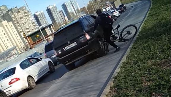 Грозит 5 лет: на водителя BMW, который наехал на велосипедиста на Халтурина, завели уголовное дело