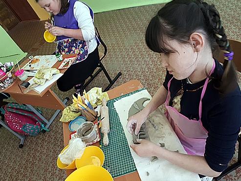 Школа в «Черемушках» открыла гончарную мастерскую для снятия стресса учеников