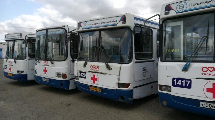 В Омске несколько автобусов сняли с линии и переделали в передвижные госпитали