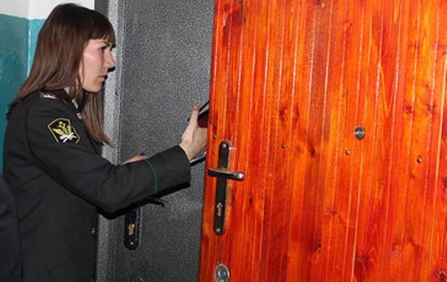 «Дверь открыла супруга»: в Самарской области алиментщик прятался в шкафу