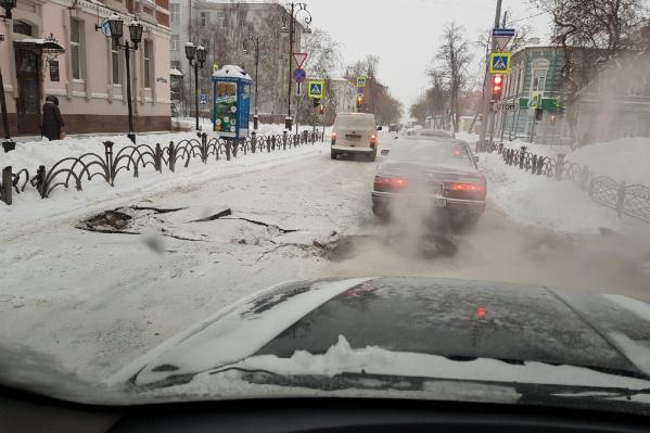 Такую картину на дороге наблюдали автомобилисты в районе полдесятого утра