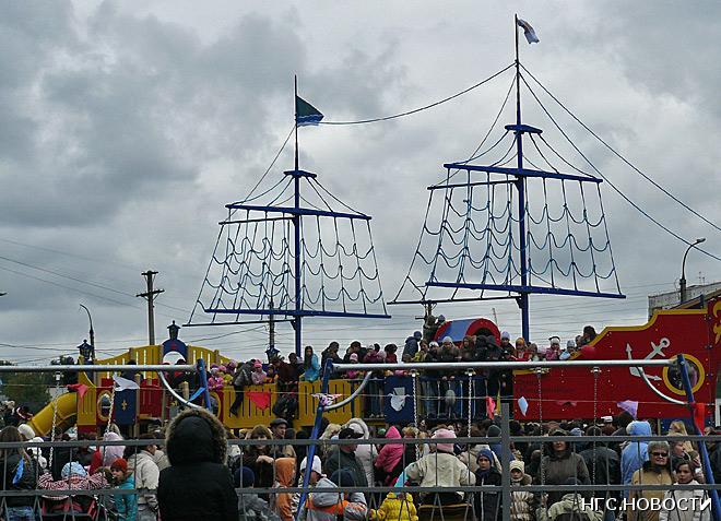 Детская игровая площадка «Кораблик» появилась в Кировском районе Новосибирска в 2008 году