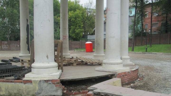 Отреставрируют ротонду и установят песочницу. В Перми начался ремонт Райского сада