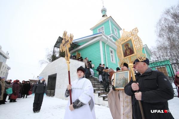 В Сергиевской церкви проходят богослужения и все главные церковные события