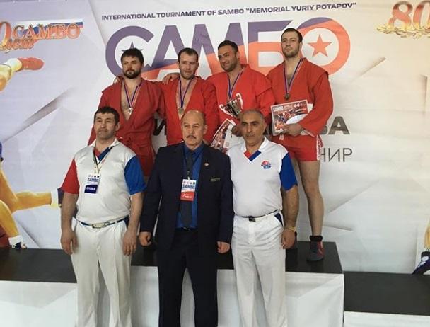 Братья Осипенко завоевали медали натурнире посамбо воВладивостоке