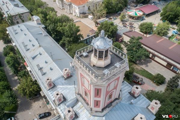 В 2017 году «дом-башню Масляева» закрывали строительными лесами