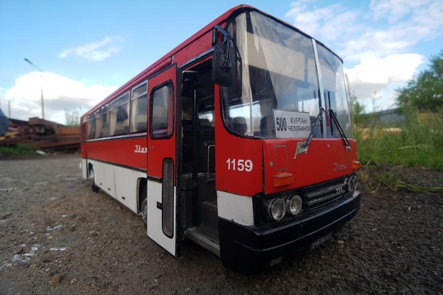 Артем сначала хотел купить настоящий автобус, но потом решил сделать точную копию машины, на которой ездил его отец