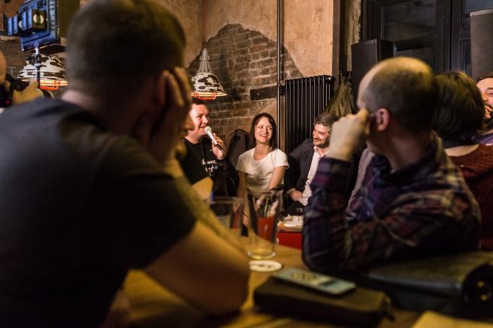 Нести культуру в массы новосибирские театралы решили необычным путём: театральное событие в формате диалогов презентовали посетителям трёх баров