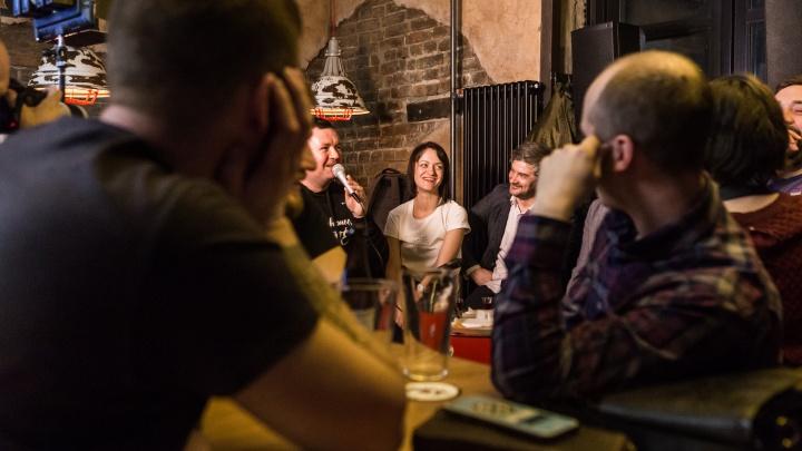 «Выпейте уже, пожалуйста»: 6 сибиряков устроили спектакль-попойку в баре (зрители были в недоумении)
