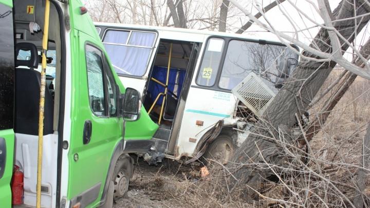 Женщину на обочине спасло чудо: раненый водитель рассказал о ДТП с двумя маршрутками в Челябинске