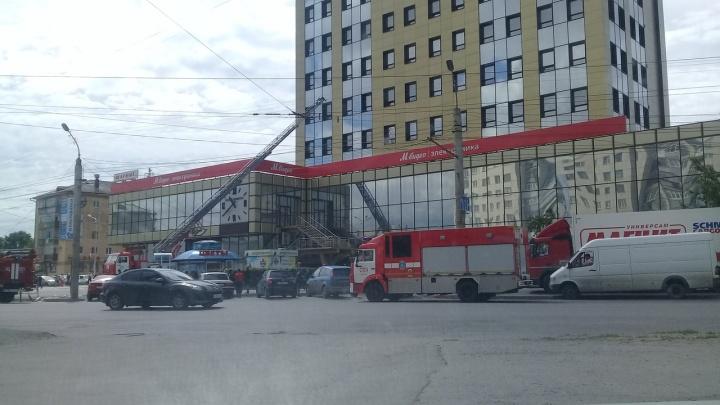 В курганском торговом центре «Дом быта» тушили «невидимый» пожар
