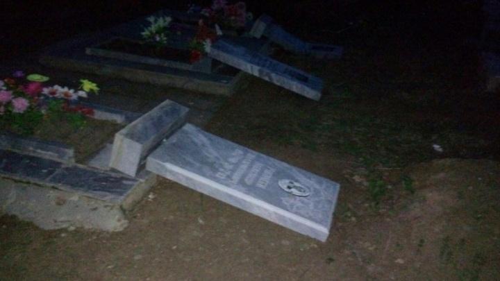 В Богдановиче нашли вандалов, которые разгромили кладбище