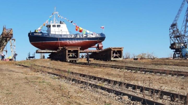В Волгограде отреставрировали и спустили на воду речной ледокол