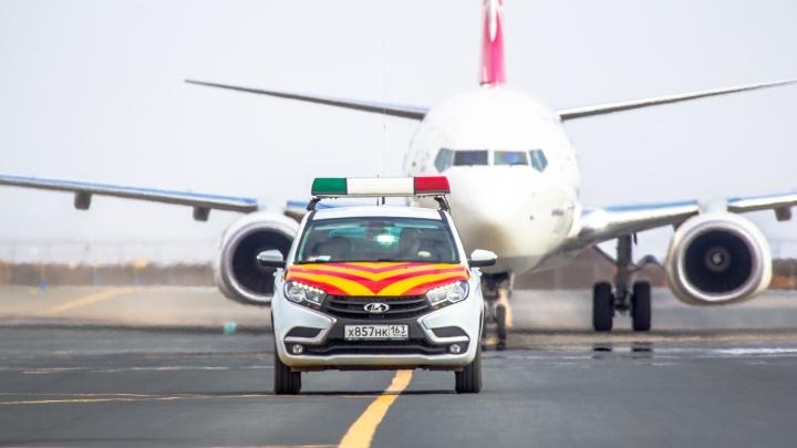 В аэропорту Курумоч для гостей чиновников будут подавать кортеж из 6 машин