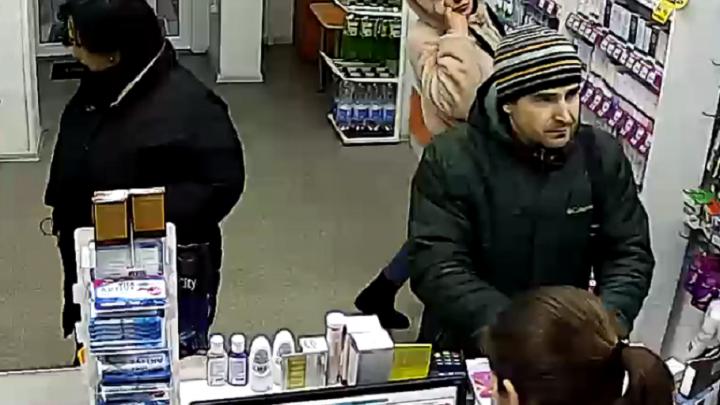 Наглость и безрассудство: в Ростове женщина среди бела дня обокрала аптеку
