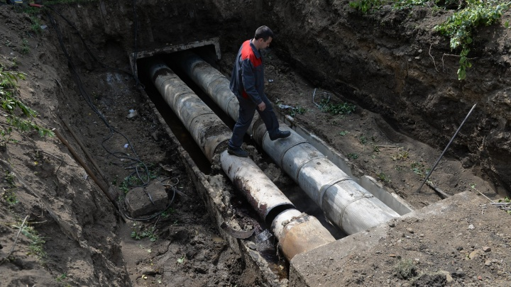102 прорехи в трубах и один фонтан: коммунальщики подвели итоги первого этапа опрессовок в Екатеринбурге