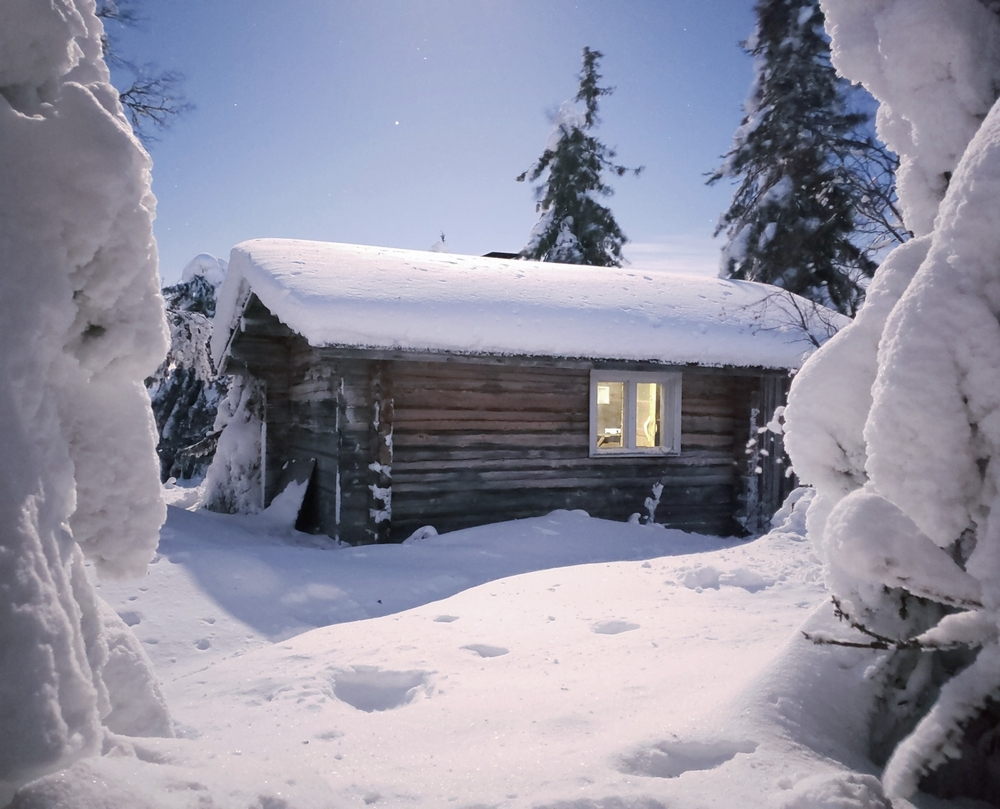 В национальных парках Финляндии для туристов есть открытые домики, где можно погреться и переночевать