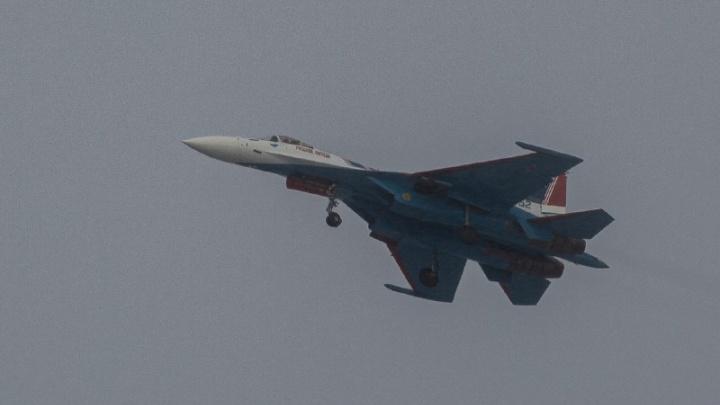 Над Новосибирском пролетели истребители «Русских Витязей»