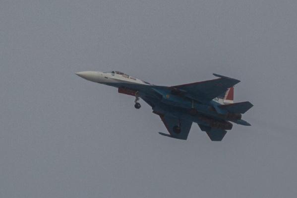 Пилотажная группа «Русские Витязи» регулярно радует новосибирцев своими выступлениями на авиашоу в Мочище