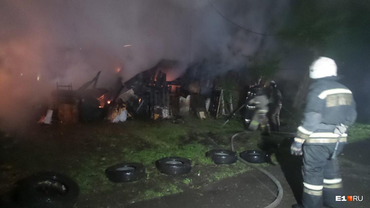 Это уже не первый раз, когда с домом пытаются что-то сделать, но до огня пока не доходило