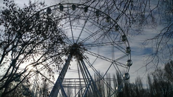 И всё-таки оно вертится! В парке Гагарина протестировали колесо обозрения