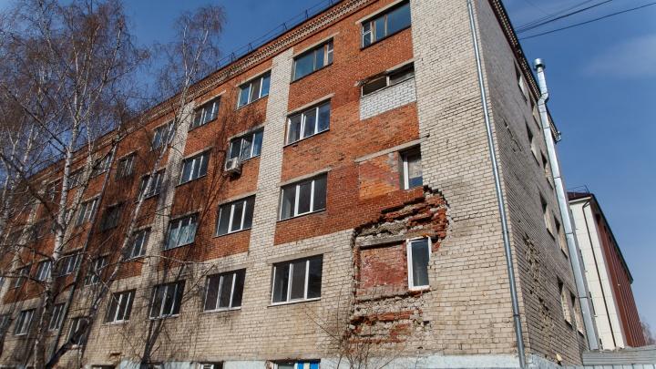 Многострадальную пятиэтажку на Геологоразведчиков снесут за 27 миллионов рублей