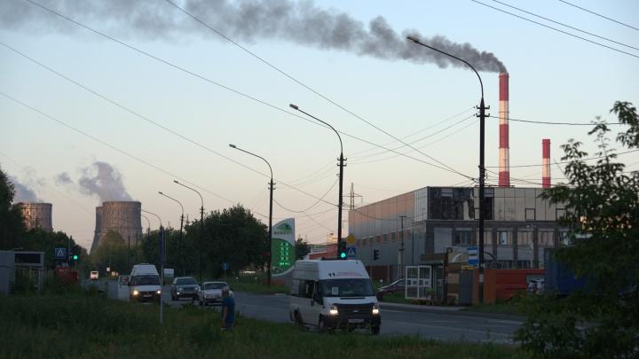 Растопили печку: над ТЭЦ-5 поднялся густой чёрный дым