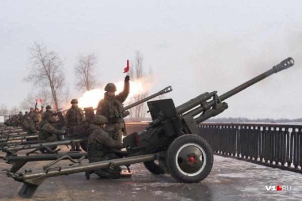 На 23 февраля «Выстрел памяти» производили с Центральной набережной Волгограда