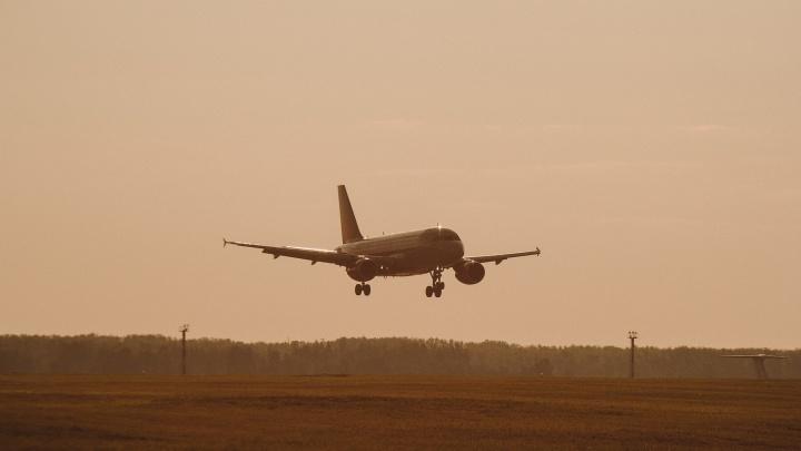 Самолет Sukhoi Superjet из Москвы в Тюмень задержали на ночь из-за неисправных тормозов