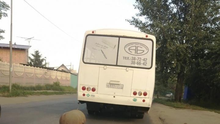 Появилось фото автобуса, у которого оторвался газовый баллон, — перевозчик подтвердил информацию