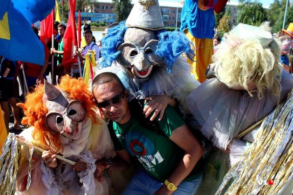 В этом году участники Арбузного фестиваля решили уйти «на дно»