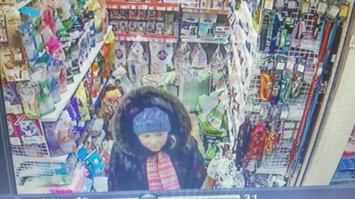 У продавца магазина ловко увели кошелек во время разговора с покупателем