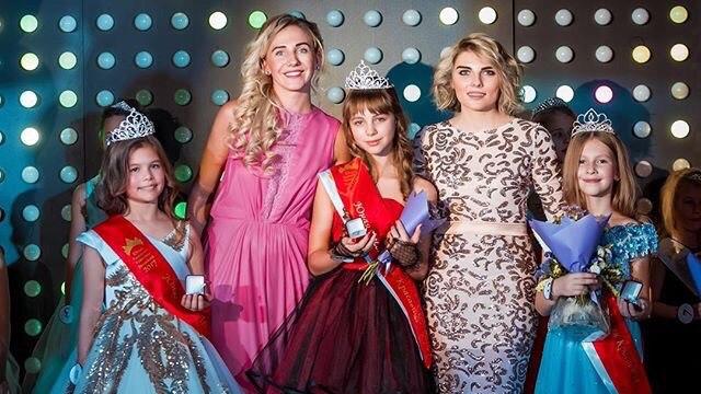 В Новосибирске выбрали трёх самых красивых школьниц