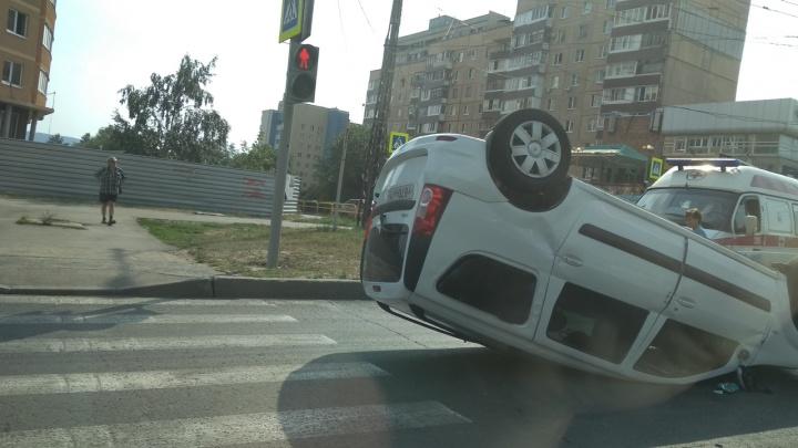 """«Машина пересекла """"зебру""""»: в Тольятти Lada Largus завалилась на крышу"""